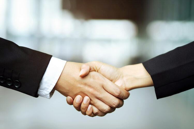 apretón de manos simboliza un acuerdo