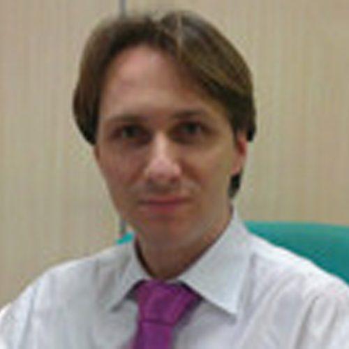 Fernando Postigo.