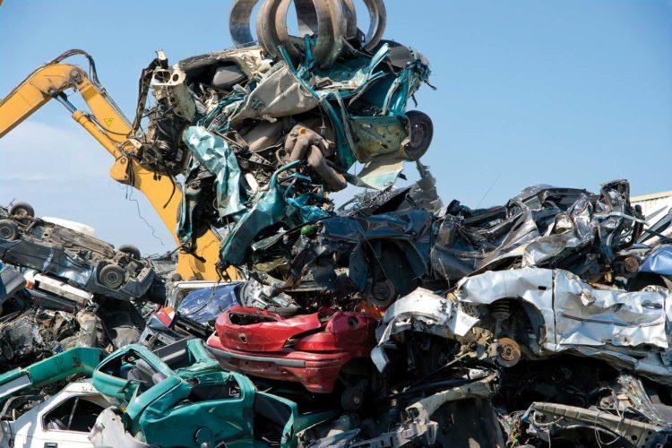 Seguridad laboral en la gestión de residuos peligrosos de automoción