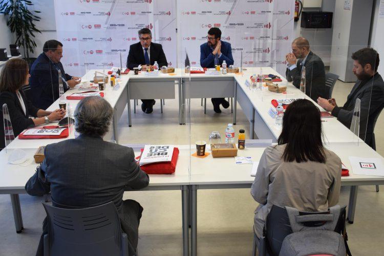 Mesa de reunión de los agentes sociales, con el secretario de Estado de Empleo, tras la visita a las instalaciones de la FLC