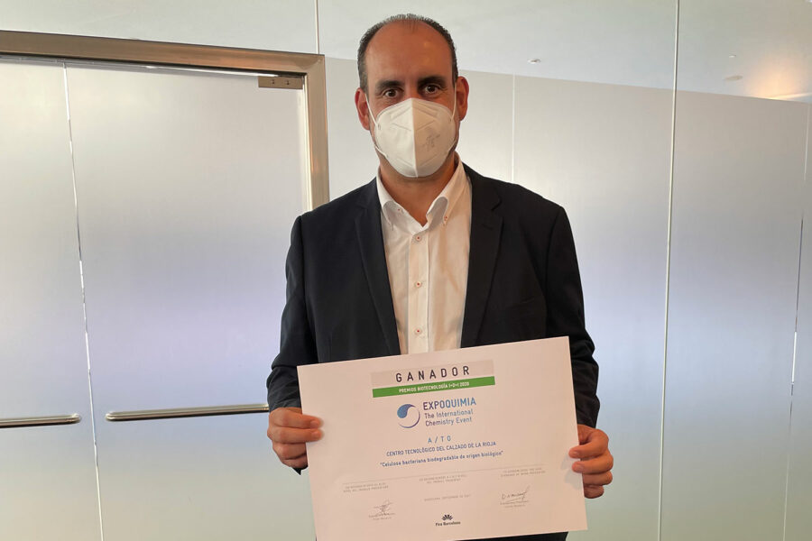 Javier-Onate-recibe-premio-EXPOQUIMIA-(002)